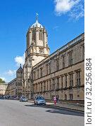 Башня Тома и Крайст-черч колледж. Оксфорд. Великобритания (2019 год). Редакционное фото, фотограф Сергей Афанасьев / Фотобанк Лори