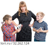 Купить «Severe looking and smiling mother with hands on hips standing between her son and daughter, mother read the notice for money spending, isolated on white background», фото № 32262124, снято 24 сентября 2016 г. (c) Кекяляйнен Андрей / Фотобанк Лори