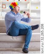 Купить «Funny man singing songs in karaoke at home», фото № 32265208, снято 29 марта 2017 г. (c) Elnur / Фотобанк Лори
