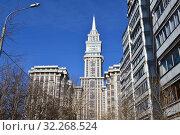 Купить «Жилой комплекс «Триумф-Палас». Тринадцатиподъездный монолитный жилой дом переменной этажности, от 17 до 57 этажей. Чапаевский переулок, 3. Хорошевский район. Город Москва», эксклюзивное фото № 32268524, снято 10 марта 2015 г. (c) lana1501 / Фотобанк Лори