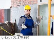 Купить «Craftsperson ready is plastering the wall», фото № 32270920, снято 3 июня 2017 г. (c) Яков Филимонов / Фотобанк Лори