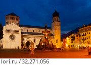 Купить «Evening view of square Piazza Duomo in Trento city with Fountain», фото № 32271056, снято 1 сентября 2019 г. (c) Яков Филимонов / Фотобанк Лори
