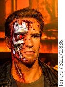 England, London, Marylebone, Interior View of Madam Tussauds, Waxwork Figure of Arnold Schwarzenegger as He Appeared in the Moivie The Terminator. Стоковое фото, фотограф Steve Vidler / age Fotostock / Фотобанк Лори
