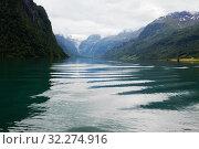 Купить «Горное озеро в Норвегии, волны и блики на воде», фото № 32274916, снято 26 июня 2013 г. (c) Солодовникова Елена / Фотобанк Лори