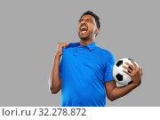 Купить «angry indian male football fan with soccer ball», фото № 32278872, снято 8 сентября 2019 г. (c) Syda Productions / Фотобанк Лори