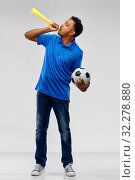 Купить «male football fan with soccer ball and vuvuzela», фото № 32278880, снято 8 сентября 2019 г. (c) Syda Productions / Фотобанк Лори