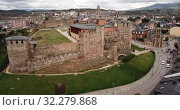 Купить «Aerial view of ancient Templar castle in small Spanish city of Ponferrada on background of modern cityscape», видеоролик № 32279868, снято 19 июня 2019 г. (c) Яков Филимонов / Фотобанк Лори