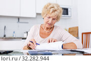 Купить «Woman put in order documents», фото № 32282944, снято 11 июля 2018 г. (c) Яков Филимонов / Фотобанк Лори