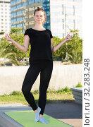 Купить «Young female during outdoor training yoga», фото № 32283248, снято 5 июля 2017 г. (c) Яков Филимонов / Фотобанк Лори
