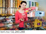 Купить «Woman posing to photographer picking different candies», фото № 32283288, снято 22 марта 2017 г. (c) Яков Филимонов / Фотобанк Лори