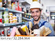 Купить «foreman holding basket with tools», фото № 32284964, снято 13 сентября 2017 г. (c) Яков Филимонов / Фотобанк Лори