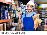 Купить «Handyman preparing for renovation works choosing brushes in paint store», фото № 32284968, снято 13 сентября 2017 г. (c) Яков Филимонов / Фотобанк Лори
