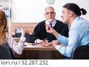 Купить «Young couple in the courthouse in divorce concept», фото № 32287232, снято 28 марта 2019 г. (c) Elnur / Фотобанк Лори