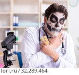 Купить «Scary monster doctor working in lab», фото № 32289464, снято 9 ноября 2017 г. (c) Elnur / Фотобанк Лори