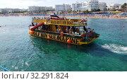 Protaras, Cyprus - Oct 10. 2019. Sightseeing ship with tourists sets sail. Редакционное видео, видеограф Володина Ольга / Фотобанк Лори