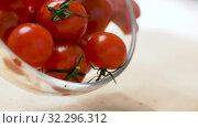 Купить «red ripe cherry tomatoes in glass bowl», видеоролик № 32296312, снято 10 октября 2019 г. (c) Syda Productions / Фотобанк Лори