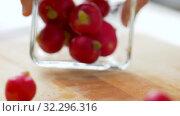 Купить «radish in glass bowl», видеоролик № 32296316, снято 10 октября 2019 г. (c) Syda Productions / Фотобанк Лори