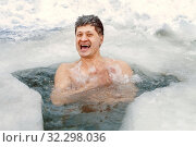 Handsome mature man smiles and bathes in a winter ice hole. Стоковое фото, фотограф Акиньшин Владимир / Фотобанк Лори