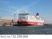 Viking Line Mariella in Helsinki (2019 год). Редакционное фото, фотограф Юлия Бабкина / Фотобанк Лори