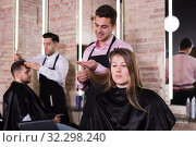 Hairdresser making hairstyle for female. Стоковое фото, фотограф Яков Филимонов / Фотобанк Лори
