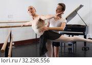 Купить «Ballet partners dancing gracefully together in the ballet studio», фото № 32298556, снято 26 апреля 2019 г. (c) Яков Филимонов / Фотобанк Лори
