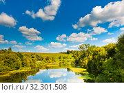 Купить «Красивый пейзаж Подмосковья: река, дорога, лес и голубое небо с большими белыми облаками. Летний солнечный день», фото № 32301508, снято 20 августа 2019 г. (c) E. O. / Фотобанк Лори