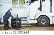 Купить «Truck repair service. Mechanic makes computer diagnostic of the semitruck», фото № 32303924, снято 4 сентября 2019 г. (c) Дмитрий Калиновский / Фотобанк Лори