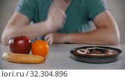 Купить «Fruits is evil cake is very good», видеоролик № 32304896, снято 10 декабря 2019 г. (c) Константин Шишкин / Фотобанк Лори
