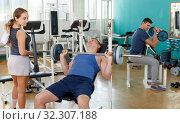 Купить «Man in sportswear doing bench press», фото № 32307188, снято 5 ноября 2018 г. (c) Яков Филимонов / Фотобанк Лори