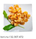 Купить «Grilled shrimps with arugula», фото № 32307472, снято 25 мая 2020 г. (c) Яков Филимонов / Фотобанк Лори