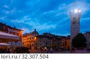 Купить «Piazza Duomo with Torre Civica and Fountain of Neptune at twilight, Trento», фото № 32307504, снято 1 сентября 2019 г. (c) Яков Филимонов / Фотобанк Лори