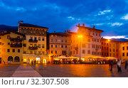 Piazza Duomo in evening, Trento, Italy (2019 год). Стоковое фото, фотограф Яков Филимонов / Фотобанк Лори