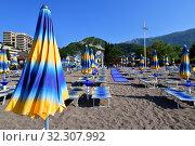 Купить «City beach in the resort area in Becici, Budva», фото № 32307992, снято 11 июня 2019 г. (c) Володина Ольга / Фотобанк Лори
