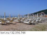 Купить «Budva, Montenegro - June 13.2019. City beach in the resort area with closed umbrellas», фото № 32316744, снято 13 июня 2019 г. (c) Володина Ольга / Фотобанк Лори