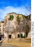 Купить «Old town of Girona in winter day, Girona landmarks, Details of old buildings and streets, Girona, Catalonia», фото № 32316852, снято 22 января 2019 г. (c) Papoyan Irina / Фотобанк Лори