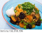 Купить «Pilau with lamb, dried plums and apricots», фото № 32318196, снято 20 ноября 2019 г. (c) Яков Филимонов / Фотобанк Лори