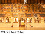 The great hall of the Palazzo della Ragione, with the largest roof unsupported by columns in Europe Padua, Italy, Europe. Стоковое фото, фотограф Carlo Morucchio / age Fotostock / Фотобанк Лори