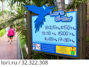 Information board with timetable of parrot Loro Show in the pole in Loro Park area. The Loro Parque is the most visited zoo in Europe and Canaries. Puerto de la Cruz, Tenerife, Spain (2016 год). Редакционное фото, фотограф Кекяляйнен Андрей / Фотобанк Лори