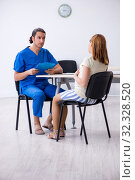 Купить «Pregnant woman visiting male doctor gynecologist», фото № 32328520, снято 13 июня 2019 г. (c) Elnur / Фотобанк Лори