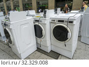 A delivery of Maytag brand washing machines to an apartment building in New York on Tuesday, August 6, 2019. Редакционное фото, фотограф Richard Levine / age Fotostock / Фотобанк Лори