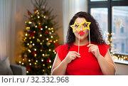 Купить «funny woman with star shaped glasses and red lips», фото № 32332968, снято 15 сентября 2019 г. (c) Syda Productions / Фотобанк Лори