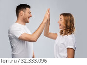 Купить «happy couple making high five gesture», фото № 32333096, снято 6 октября 2019 г. (c) Syda Productions / Фотобанк Лори