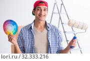 Купить «Young painter contractor choosing colors for home renovation», фото № 32333216, снято 6 октября 2017 г. (c) Elnur / Фотобанк Лори