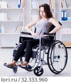 Купить «Patient undergoing rehabilitation recovery programme with doctor», фото № 32333960, снято 18 апреля 2017 г. (c) Elnur / Фотобанк Лори