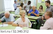 Купить «Several mature students having a conversation sitting in the classroom», видеоролик № 32340312, снято 23 июля 2018 г. (c) Яков Филимонов / Фотобанк Лори