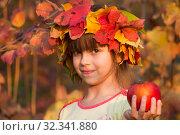 Купить «Девочка в венке из осенних листьев с яблоками в руках», фото № 32341880, снято 26 октября 2019 г. (c) WalDeMarus / Фотобанк Лори