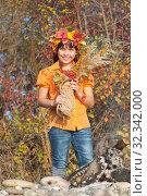Купить «Девочка в венке из осенних листьев с букетом в руках», фото № 32342000, снято 26 октября 2019 г. (c) WalDeMarus / Фотобанк Лори