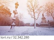 Купить «Republic square, Paris during rare snow winter day», фото № 32342280, снято 7 февраля 2018 г. (c) Сергей Новиков / Фотобанк Лори