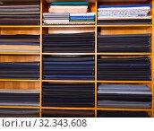 Купить «Rolls of fabric on shelves in shop», фото № 32343608, снято 15 декабря 2019 г. (c) Яков Филимонов / Фотобанк Лори