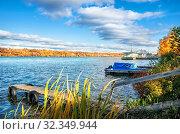 Купить «Деревянные мостки на Волге  wooden walkways and a pier», фото № 32349944, снято 5 октября 2019 г. (c) Baturina Yuliya / Фотобанк Лори